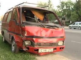 O mama cu doi copii a fost lovita de un microbuz in sectorul Buiucani al capitalei