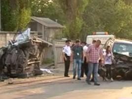 Patru oameni raditi dupa ce doua automobile de teren s-au ciocnit frontal la intrarea din Durlesti