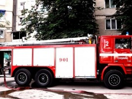 O maşină cu 5 pompieri s-a răsturnat în drum spre incendiu