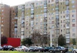 O femeie din Capitală s-a aruncat de la etajul zece al unui bloc.