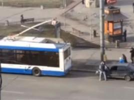 În Chișinău masinile se tractează cu troleibuzele noi