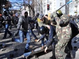 Moldoveanca BATUTA cu bestialitate pe Maidanul de la Kiev. Cum s-a intamplat totul