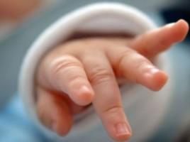 Un bebeluş de 5 luni din donduseni a murit după ce mama l-a scăpat din braţe