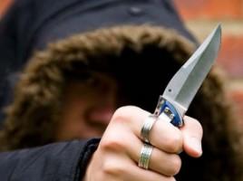 Crimă îngrozitoare în raionul Briceni. Un bărbat şi-a decapitat un consătean
