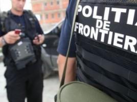 Trei moldoveni şi un rus au fost reţinuţi de poliţiştii de frontieră
