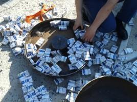 Contrabandă în valoare de 2 500 de euro la postul vamal Cahul-Oancea. Două automobile au fost trase pe culoarul roşu