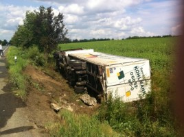 Un camion a derapat si a luat foc in raionul Anenii Noi