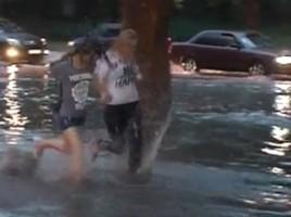 Ploaia torentiala din capitala a INUNDAT cateva strazi