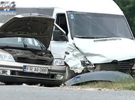ACCIDENT pe soseaua Balcani, cu implicarea unui MICROBUZ de ruta!