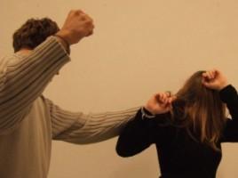 ÎUn moldovean stabilit în Italia şi-a bătut măr soţia sub ochii copiilor