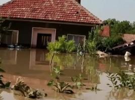 Inundatii de proportii in Bulgaria. Doi morti, zece persoane disparute si alte sute de localnici salvati la limita