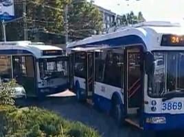 Martor ocular: Două troleibuze s-au ciocnit în sectorul Râșcani (VIDEO)