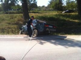 Accident in apropiere de Peresecina. O Lada a ajuns in sant, dupa ce s-a ciocnit cu un Volkswagen. FOTO