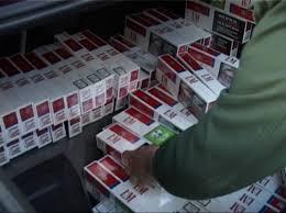 Captură RECORD! Câte pachete de ţigări au fost găsite pe malul râului Prut (VIDEO)