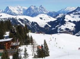 Cu gândul la Crăciun. Care sunt ofertele agenţiilor de turism pentru sejururi de iarnă în munţi