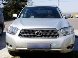 Un ungur riscă închisoare pentru furtul unui automobil cu numere diplomatice adus în Moldova