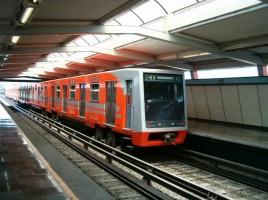 Excepţional! Un bărbat s-a luat la întrecere cu metroul şi a câştigat (VIDEO)
