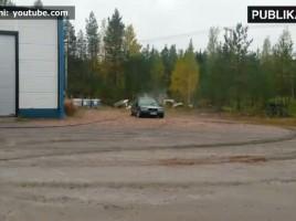 ÎNGROZITOR! Metoda prin care un şofer şi-a distrus fără milă propriul automobil (VIDEO)