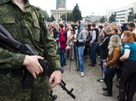 Criza in Ucraina. Scoala din Donetk si maxi-taxi, atacate cu obuze in prima zi de cursuri. 10 morti si 9 raniti