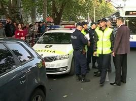 Moldovenii nu au incredere in oamenii legii, iar uniforma nu mai este respectata. Cine este politistul-model