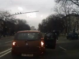 Ce a gasit un sofer pe o strada din capitala. VIDEO
