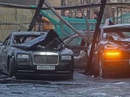 INCENDIU la o parcare cu MASINI DE LUX, in Rusia. VIDEO. FOTO. Rolls-Royce, Porsche, Mercedes si Bentley - facute scrum