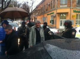 Retinere cu MASCATI in centrul capitalei. Un barbat, suspectat de trafic de droguri, incatusat. FOTO