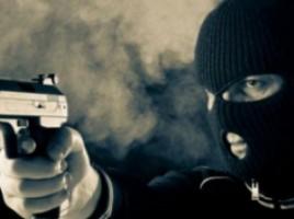 Trei bărbaţi cu cagule pe cap, ÎNARMAŢI cu un pistol şi un cuţit au vrut să fure dintr-o locuinţă din Tohatin