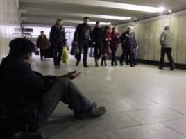 Un moldovean se îmbogățea pe spatele invalizilor. Îi obliga să cerșească pe străzile din Sankt-Petersburg