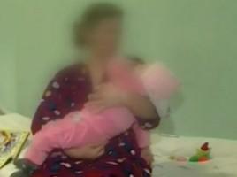 Doua gemene au fost BATUTE DE MAMA pana au ajuns in coma, la doar 8 luni. Una e paralizata - VIDEO