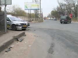 Acccident in lant in capitala: Un taxi, grav avariat. Cum s-a intamplat totul