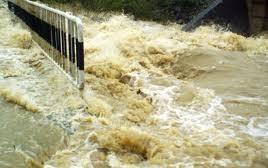 Cod portocaliu de inundatii in Romania. Peste 80 de locuinte, inundate. Ce spun meteorologii
