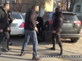 Opt moldoveni, arestati pentru contrabanda cu URANIU. Cati bani cereau pentru un gram de substanta radioactiva