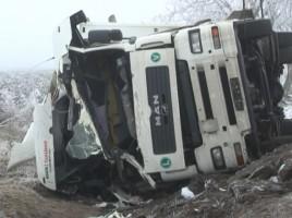 Un camion plin cu vopsea s-a rasturnat in raionul Stefan Voda