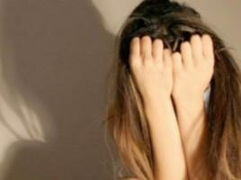 O tânără, AMENINŢATĂ CU MOARTEA ŞI VIOLATĂ în debaraua unui bloc din Capitală