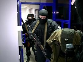 VIDEO. Retineri cu MASCATI pe aeroportul Chisinau. Un ucrainean din Lugansk, luat pe sus de ofiterii SIS