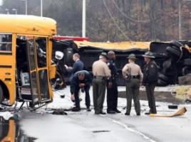 TRAGEDIE pe şosea: Doi elevi şi un profesor au murit, după ce două autobuze şcolare s-au ciocnit