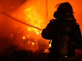 Incendiu la un depozit de la Ciocana. 14 autospeciale la fata locului
