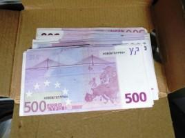 Retinere- un barbat cu mita de 1000 de euro