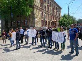 Protest la sediul CNA. Se cere arestarea lui Shor, Filat si Plahotniuc