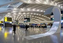 Situatie tensionanta pe aeroportul din Londra: Moldovenii au protestat, iar administratia a chemat POLITIA.