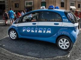 O prostituata moldoveanca in Italia a fost impuscata de un client mosneag