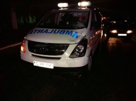 Accident in sec. Riscani cu implicarea unei ambulante. Un asistent medical internat