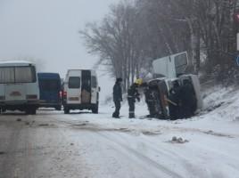 Un microbuz Sipoteni -Chisinau s-a rasturnat. Sunt oamnei raniti