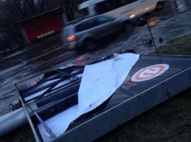 Un panou de 1,5 tona a cazut de la furtuna