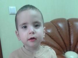 Un copil de doi ani, gasit in curtea IP Botanica. Oamenii legii cauta parintii acestuia