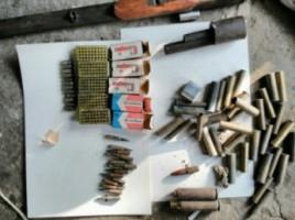 Un întreg arsenal de arme și muniții, confiscat la Criuleni și Comrat (VIDEO)