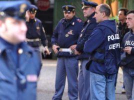 Crimă oribilă în Italia. O moldoveancă de 36 de ani a fost ucisă cu sânge rece de un bărbat din Sicilia, care era şi iubitul victimei, informează stirilocale.md.  Potrivit presei italiene, tragedia a avut loc într-o casă de la periferia orașului Torino. Oamenii legii spun că după ce şi-a omorât partenera, bărbatul de 51 de ani s-a spânzurat.  Despre cele întâmplate poliţia a fost alertată de o vecină, care a simţit că din casa celor doi vine un miros neplăcut.  Vecinii spun că văzuse cuplul împreună vinerea trecută. Agresorul este şomer şi ar fi recurs la acest gest din gelozie.  Cazul este investigat de forţele de ordine.