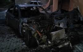 O masina a luat foc intr-o curte din sec. Riscani