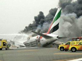 Un avion al companiei Emirates, cu 275 de pasageri, s-a prabusit la aterizare in Dubai